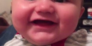 Risadas mais gostosas de bebês, quanta fofura em um video só!
