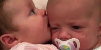 Um bebê já é fofo, imagina dois bebês então, é fofura dupla!