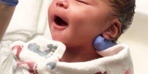 Vídeo mais fofo que você verá hoje, enfermeira dando banho em recém nascido!!!