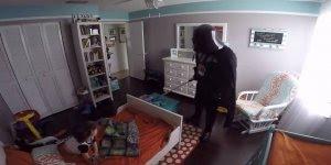 Criança tem a melhor reação ao acordar com Darth Vader no seu quarto!