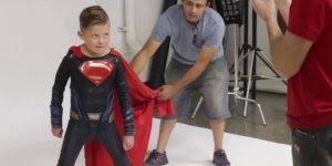 Crianças com algumas deficiências sendo transformadas em super-heróis, que lindo