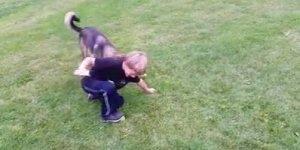 Crianças e cachorros, veja os melhores momentos desta dupla infalível!