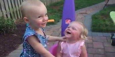 Duplas de irmãs irão te contagiar com a risadas, tem como não rir?