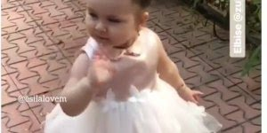 Menina linda com vestido de princesa, quem resiste a essa fofura!