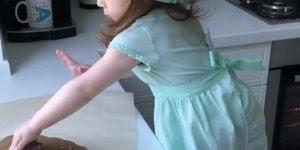 Mini chefe de cozinha, mais um video de criança que você vai amar!