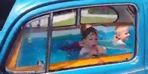 Transformaram um fusca azul em piscina para criança, que ideia fantástica!