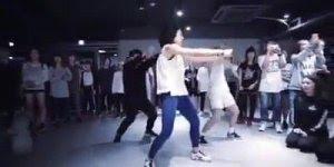 A dança contagia, quem gostaria de dançar assim levanta a mão!