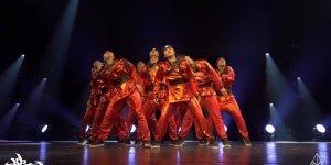 Apresentação impecável de grupo de dança, olha só que legal!!!