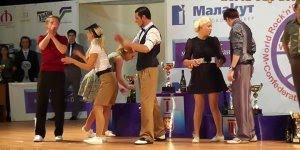 Apresentação incrível destes casais, veja como dança muito!!!