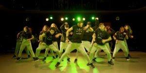 Apresentação perfeita de grupo de dança, impossível piscar vendo este vídeo!!!