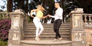 Casal dançando bachata, um ritmo maravilhoso de dança, vale a pena conferir!!!