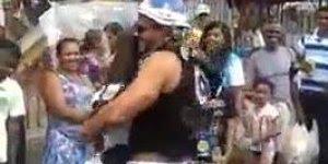 Casal dançando musica sertaneja, olha só que dançarina boa!!!