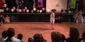 Casal de meia idade dando show de dança, olha só que legal!!!