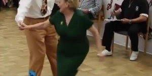 Casal de senhor e senhora participando de competição de dança, muito legal!!!