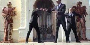 Dança de Dragon House, olha só como esse caras dançam bem!!!