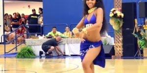 Dança tipica do Taiti na Polinésia, olha só o quadril desta moça!!!