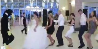 Dancinha engraçada em casamento, olha só se esta moda pega, hahaha!!!