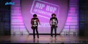 Esses caras dançam muito! Olha só esta apresentação em um programa!!!