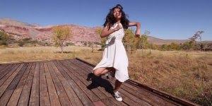 Garota dançando, olha só que legal como ela manda bem na dança!!!