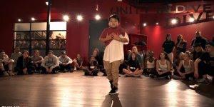 Garotinho dançando de forma fantástica, olha que performance!!!