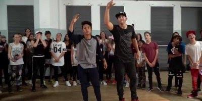 Garotos dançando, quando se faz algo que ama o resultado é perfeito!!!
