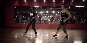 Garotos se apresentando em academia de dança, olha só que legal!!!