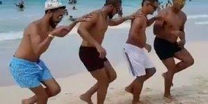Homens dançando salsa na praia, porque para dançar não tem hora e nem lugar!!!