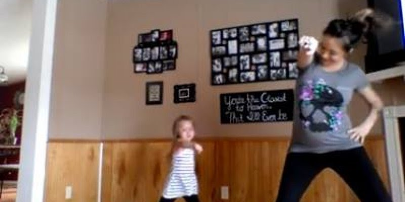 Mãe e filha se unem para fazer performance de dança, música Watch me!