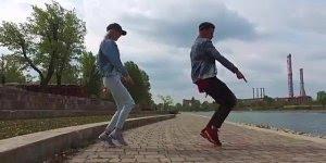 Marque um amigo, se ele não responder vai ter que dançar assim com você!!!