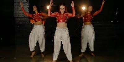 Performance maravilhosa de dança indiana, olha só que legal!!!