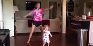 Que coisa mais lindinha esta menininha dançando!! As crianças são demais !