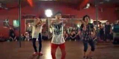 Trio dançando hip hop, olha sói que galera afiada na dança!!!