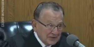 Juiz anula multa de transito de uma mulher após escutar sua triste história!!!