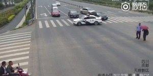 Policial pára e desce do carro para algo surpreendente, confira!