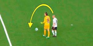 10 Roubadas de bola do goleiro mais hilárias, vale a pena conferir!