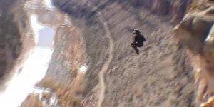 É ´preciso muita coragem e treinamento para fazer um salto desses, incrível!!