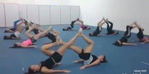 Exercícios para fazer na academia com a amiga, agora o projeto fitness vai...