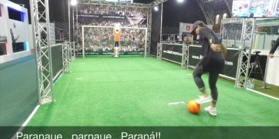 Jogadores são desafiados a fazer gol em um goleiro robô, confira o resultado!