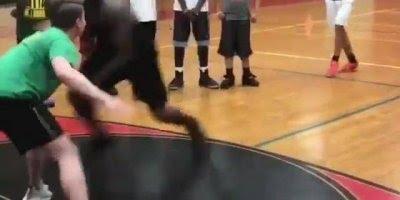 Melhores dribles no basquete, alguém consegue vencer esse cara?