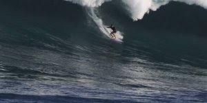 Pegando uma onda gigante, quem teria coragem de enfrentar?