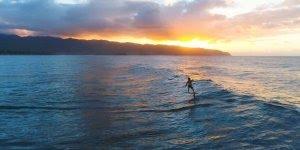 Surfando em ondas calmas, que paraíso é esse, confira!