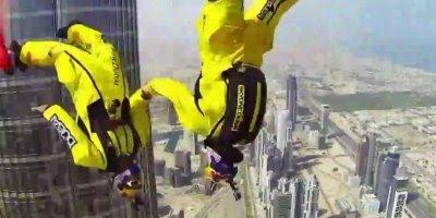 Voando com roupas de morcego sobre Dubai, adrenalina no último!