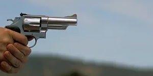 Como é um tiro de revólver em câmera lenta, que tiro foi esse?