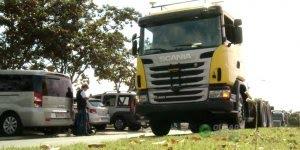 Confira o primeiro caminhão brasileiro que dirige sozinho...