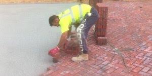 Habilidade e concentração é tudo para essa montagem de piso!