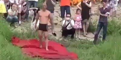 Homem atravessa rio correndo, veja como ele foi rápido e compartilhe!