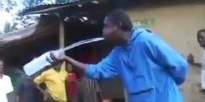 Homem-camelo, ele consegue armazenar água e depois devolvê-la na garrafa!