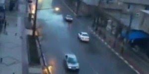 Impressionante estas imagens de um raio atingindo um carro em movimento!!!
