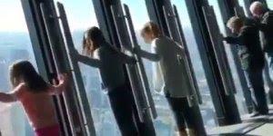 Impressionante janela inclinável de prédio super alto, confira!!!