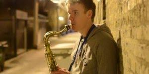instrumentista faz beatbox com saxofone, que incrível gente!